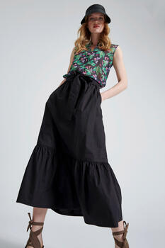 Skirt with ruffles at the end - Black S